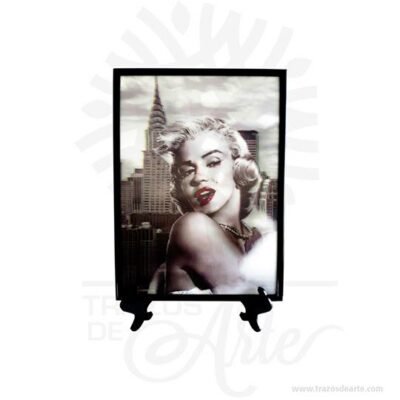 Hermoso y práctico Cuadro 3D Marilyn Monroe plástico diseños variados. Impresión en calidad fotográfica. Este producto es magia muy especial. Es perfecto para decorar el hogar o la empresa. Este es un maravilloso regalo, suvenir; empresarial o para amigos y familiares. Norma Jeane Mortenson, posteriormenteNorma Jeane Bakery más conocida por sunombre artísticoMarilyn Monroe—seudónimo que luego registraría legalmente— (Los Ángeles,1 de juniode1926-ibíd.,5 de agostode1962), fue unaactrizdecineestadounidense, una de las más populares delsiglo XX, considerada como unicono popy unsímbolo sexual. El resultado son unos cuadros con un efecto tridimensional fascinante. Déjate llevar por la fantasía3Dy arma una colección de estilo de fantasía exclusiva. Normalmente, se entiende por cuadro a la pieza de arte pictórica que puede ser de diferentes dimensiones pero que, a diferencia de los frescos o de los murales, está delimitada por un marco o por el fin de la superficie de soporte (que es en la mayoría de los casos una porción de tela o papel). El cuadro puede ser realizado con diferentes fines pero, sin embargo, el objetivo decorativo es el más común ya que tiene que ver con la creación de una obra de arte para ser admirada desde determinados puntos de una habitación. El cuadro como elemento decorativo es sin dudas uno de los objetos más básicos y recurrentes a la hora de completar el diseño estilistico de una habitación, vivienda o espacio. En términos técnicos, el cuadro está compuesto por una superficie sobre la cual se ejecuta el diseño pictórico o gráfico, como también por un marco que lo delimita y, finalmente, por otros elementos accesorios que están relacionados con la disposición que tal objeto tendrá sobre las paredes de una habitación o cuarto. Cuadro 3D Marilyn Monroe Tamaño 24,5 x 18 cm Color: Descripción en foto Impresión en calidad fotográfica. Vendido y enviado por: Trazos de Arte. Fecha estimada de entrega: De 3 a 5 días (en Bogotá, Medellín, Cali), al resto d