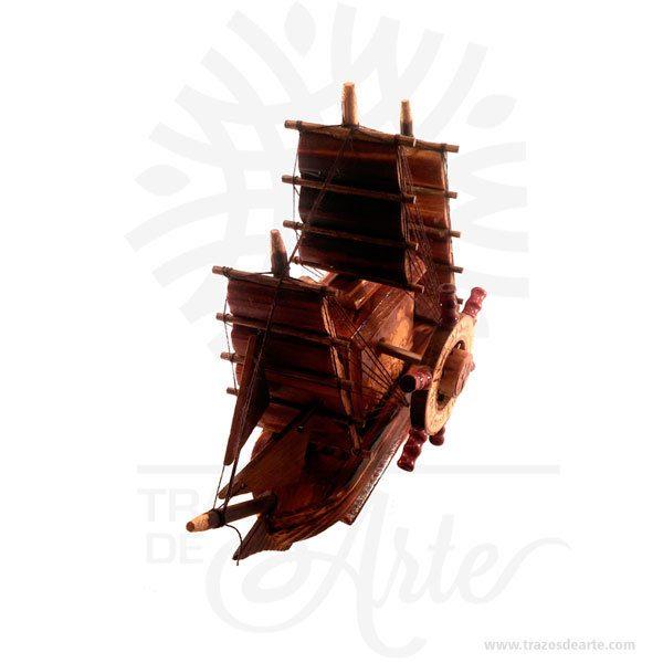 Barco músical es un regalo, suvenir muy especial, en madera, perfecto para cualquier ocasión cumpleaños, navidad, día de la madre, día del padre o simplemente porque pensé en ti. El barco músical se vería muy bien en una chimenea, escritorio, mostrador o mesa. El barco musical o cajas musicales originales podían ser de cualquier tamaño, desde unas tan pequeñas que cabían en el bolsillo, hasta unas que podían ocupar un espacio considerable en el hogar. Se usaban enrelojería, y originalmente las producían relojeros artesanos. Tenga en cuenta que la madera es un material único, por lo que cuándo lo reciba será similar, no exactamente al de la foto. Barco músical Material: Madera Color: Descripción en foto Tamaño 15 x 20 x 10 cm Vendido y enviado por: Trazos de Arte. Envió rápido y seguro. Personalización Realice un pedido personalizado, podemos agregar lo que desee, como nombre, fecha, frase, logo, imagen o empaque regalo. Ofrecemos: Grabado por láser, grabado CNC Router, sublimado o papel adhesivo, el precio varía según el tipo de personalización que desee, encontrara más información en Servicios en nuestro menú secundario. Si desea cotizar o tiene preguntas presione el botónCotizar personalizacióncon gusto las responderemos.