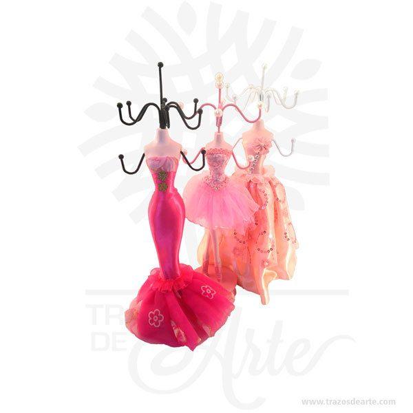 Muñeca maniquí soporte joyería joyero gala, magnifico organizador de joyas, collares, pulseras, pendientes y hasta las llaves, con 6 ganchos para sostener sus joyas favoritas. Es la mejor opción para la visualización de sus joyas, es hermoso y está de moda para mostrar su joyería, también es una gran decoración en su tocador, cuarto de baño o en su armario. Es un joyero diferente quesirve para exhibir, contener, guardar y conservar pequeños objetos ornamentales para el cuerpo puede contener joyas o bisutería, si la calidad del recubrimiento de un adorno de bisutería fina es buena, puede ser prácticamente indistinguible de unajoya. Tenga en cuenta que los colores pueden variar, por lo que cuándo lo reciba será similar, no exactamente al de la foto. Joyero Gala Material: resina de Poli, de metal y tela Color: Rosa descripción en foto Altura Total: 21 cm (Sin incluir gancho superior). Gancho superior tamaño: 7,5 x 7.5 cm. Ancho de gancho en la muñeca: 8,5 cm Diámetro de la Base: 8 cm. Total Ganchos: 8 Vendido y enviado por: Trazos de Arte. Envió rápido y seguro. Personalización Realice un pedido personalizado, podemos agregar lo que desee, como nombre, fecha, frase, logo, imagen o empaque regalo. Ofrecemos: Grabado por láser, grabado CNC Router, sublimado o papel adhesivo, el precio varía según el tipo de personalización que desee, encontrara más información en Servicios en nuestro menú secundario. Si desea cotizar o tiene preguntas presione el botónCotizar personalizacióncon gusto las responderemos.