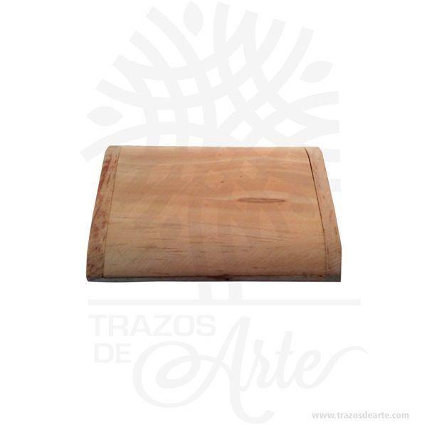 Hermosa y práctica caja tarjetero elegante de madera, viene con hermosas texturas de vetas naturales y un aroma de madera natural. Es perfecto para tarjetas de presentación, también puede usarse para colocar fotos y guardar cosas pequeñas. Este es un maravilloso regalo, suvenir; empresarial o para amigos y familiares. Es un un pequeño objeto (generalmente del tamaño de unbolsillo) utilizado para guardar y llevar consigotarjetas de presentación, tarjetas de identificación,carnés, tarjetas de débito,tarjetas de crédito, y otros artículos tales como resguardos, tickets, etc. Los tarjeteros se diseñan para caber en un bolsillo obolsomás grande. Tenga en cuenta que la madera es un material único, por lo que cuándo lo reciba será similar, no exactamente al de la foto. Caja tarjetero elegante Material: Madera Pino de la Naturaleza Color: Descripción en foto Tamaño 11,5 x 8,2 x 2 cm Dimensión interior: 9,5 x 6,5 x 0,7 cm Vendido y enviado por: Trazos de Arte. Envió rápido y seguro. Personalización Realice un pedido personalizado, podemos agregar lo que desee, como nombre, fecha, frase, logotipo, imagen o empaque regalo. Ofrecemos: Grabado por láser, grabado CNC Router, sublimado o papel adhesivo, el precio varía según el tipo de personalización que desee, encontrara más información enServiciosen nuestro menú secundario. Si desea cotizar o tiene preguntas presione el botónCotizar personalizacióncon gusto las responderemos.