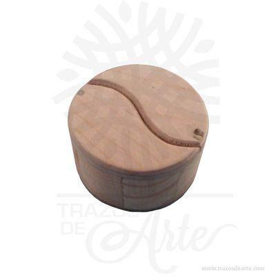 Hermosa y práctica caja yin yangde madera, viene con hermosas texturas de vetas naturales y un aroma de madera natural. Perfecto para guardar joyas y cosas pequeñas. Este es un maravilloso regalo, suvenir; empresarial o para amigos y familiares. El joyero es una caja quesirve para contener, guardar y conservar pequeños objetos ornamentales para el cuerpo puede contener joyas o bisutería, si la calidad del recubrimiento de un adorno de bisutería fina es buena, puede ser prácticamente indistinguible de unajoya. Tenga en cuenta que la madera es un material único, por lo que cuándo lo reciba será similar, no exactamente al de la foto. Caja yin yang Material: Madera Pino de la Naturaleza Color: Descripción en foto Diametro 7 cm, Alto 4 cm Diametro interior: 5,4 cm , Alto 3 cm Vendido y enviado por: Trazos de Arte. Envió rápido y seguro. Personalización Realice un pedido personalizado, podemos agregar lo que desee, como nombre, fecha, frase, logotipo, imagen o empaque regalo. Ofrecemos: Grabado por láser, grabado CNC Router, sublimado o papel adhesivo, el precio varía según el tipo de personalización que desee, encontrara más información enServiciosen nuestro menú secundario. Si desea cotizar o tiene preguntas presione el botónCotizar personalizacióncon gusto las responderemos.