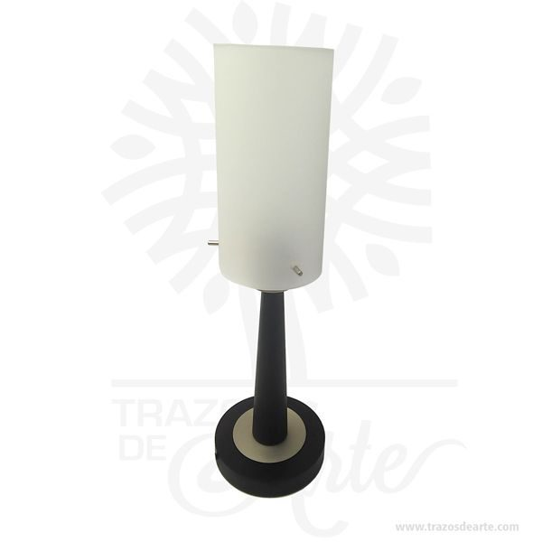 Hermosa lampara de mesa es un elemento decorativo perfecto para hogar o la empresa. Este es un maravilloso regalo empresarial o para amigos y familiares. Laslámparasson dispositivos que transforman una energía eléctrica o química en energía lumínica. Desde un punto de vista más técnico, se distingue entre dos objetos: lalámparaes el dispositivo que produce la luz, mientras que laluminariaes el aparato que le sirve de soporte. Según esta última definición, la luminaria es responsable del control y la distribución de la luz emitida por la lámpara. Es importante, pues, que en el diseño de su sistema óptico se cuide la forma y distribución de la luz, el rendimiento del conjunto lámpara-luminaria y el deslumbramiento que pueda provocar en los usuarios. Otros requisitos que deben cumplir las luminarias es que sean de fácil instalación y mantenimiento. Para ello, los materiales empleados en su construcción han de ser los adecuados para resistir el ambiente en que deba trabajar la luminaria y mantener la temperatura de la lámpara dentro de los límites de funcionamiento. Lampara de mesa Material: Metal, madera y vidrio. Pantalla de vidrio blanco opalizado Tamaño: 38 cm de alto, diámetro de 12 cm. Socket: 60W max. (Bombillo no incluido) Se recomienda bombillo compacto fluorescente. Color: Descripción en foto. Vendido y enviado por: Trazos de Arte. Envió rápido y seguro. Personalización Realice un pedido personalizado, podemos agregar lo que desee, como nombre, fecha, frase, logotipo, imagen o empaque regalo. Ofrecemos: Grabado por láser, grabado CNC Router, sublimado o papel adhesivo, el precio varía según el tipo de personalización que desee, encontrara más información enServiciosen nuestro menú secundario. Si desea cotizar o tiene preguntas presione el botónCotizar personalizacióncon gusto las responderemos.