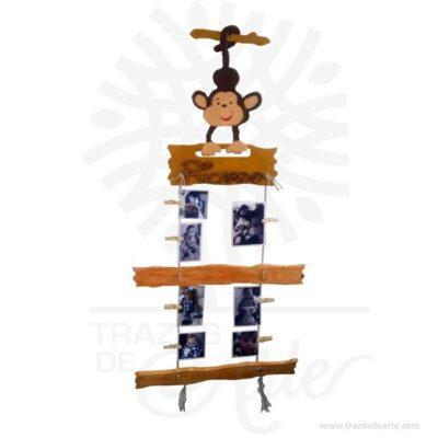 Hermoso Portaretrato Monkey en MDF y madera, ideal para decorar el cuarto del bebe y cuartos de niñas y niños. Este es un maravilloso regalo, suvenir; empresarial o para amigos y familiares. El impulso de retratar y fijar a una determinada persona, es un rasgo espontáneo y primordial y se manifiesta de la manera más ingenua atribuyendo un nombre a una imagen genérica, como ocurre con los dibujos de los niños. Se puede hablar en este caso de retrato «intencional». Cuando a este tipo de retrato se le conectan una serie de valores que unen la imagen al individuo, a menudo en el ámbito religioso, se habla de retrato «simbólico». Un segundo estadio del retrato es el que, si bien la representación aún no se parece al sujeto individual, están presentes una serie de elementos que circunscriben la representación genérica a una cierta categoría de individuos, facilitando la identificación, el retrato «tipológico», a menudo acompañado de la inscripción del nombre. Portaretrato Monkey Tamaño 60 cm x 140 cm Incluye impresión de 10 fotos (6 fotos de 10 cm x 10 cm y 4 fotos de 15 cm x 10 cm) Vendido y enviado por: Trazos de Arte. Envió rápido y seguro. Personalización Realice un pedido personalizado, podemos agregar lo que desee, como nombre, fecha, frase, logotipo, imagen o empaque regalo. Ofrecemos: Grabado por láser, grabado CNC Router, sublimado o papel adhesivo, el precio varía según el tipo de personalización que desee, encontrara más información enServiciosen nuestro menú secundario. Si desea cotizar o tiene preguntas presione el botónCotizar personalizacióncon gusto las responderemos.