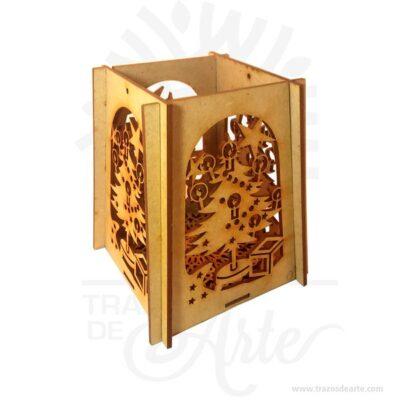 Hermoso farol navidad tiene diseño de árbol en los cuatro lados, donde la luz es reflejada fuera es una linterna en MDF de 3 mm. Este es un maravilloso regalo, suvenir; empresarial o para amigos y familiares. Faroles un objeto en forma de caja o cilindro con paredes devidriou otra materia traslúcida y con respiraderos, en cuyo interior se coloca una luz. A partir del siglo XX, el farol se convertiría en un instrumento de iluminación que utiliza unabombillaen su interior. Losfaroles chinosson estructuras de papel con varios pliegues que encierran una vela o una bombilla. EnChina, se celebra laFiesta de los farolesel día 15 del primer mes lunar. Durante su celebración existe el hábito de confeccionar faroles. Farol navidad Material: MDF de 3 mm de Alta Calidad Tamaño 13 x 13 x 15 cm Color: Descripción en foto Vendido y enviado por: Trazos de Arte. Envió rápido y seguro Personalización Realice un pedido personalizado, podemos agregar lo que desee, como nombre, fecha, frase, logotipo, imagen o empaque regalo. Ofrecemos: Grabado por láser, grabado CNC Router, sublimado o papel adhesivo, el precio varía según el tipo de personalización que desee, encontrara más información enServiciosen nuestro menú secundario. Si desea cotizar o tiene preguntas presione el botónCotizar personalizacióncon gusto las responderemos.
