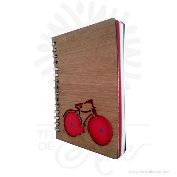 Cuaderno madera bicicleta para personalizar lo puedes convertir en un articulo muy original,viene con hermosas texturas de vetas naturales y un aroma de madera natural. Precio incluye personalización. Este es un maravilloso regalo para estudiantes, universitarios, empresarios o para amigos y familiares. Tenga en cuenta que la madera es un material único, por lo que cuando lo reciba será similar, no exactamente al de la foto. Uncuaderno(también llamadocuadernillo,libreta,libro de notas, etc.) es un libro de pequeño o gran tamaño que se utiliza para tomar notas,dibujar,escribir, hacer tareas o añadir apuntes. Aunque mucha gente usa libretas, éstas son más comúnmente asociadas con losestudiantesque suelen llevar cuadernos para apuntar las notas/apuntes de las distintas asignaturas, o realizar los trabajos que los profesores les piden. Losartistasusan a menudo grandes cuadernos que incluyen amplios espacios de papel en blanco para poderdibujar. Cuaderno madera bicicleta para personalizar Materiales: Madera triplex 2 mm de espesor, proveniente de una plantación forestal certificada. Tamaño: Formato: 15 x 21,5 cm. Color: Descripción en foto Especificaciones: Cortadas y grabadas en laser. Encuadernación: Anillado doble o metálico. Separadores: 2 de cartulina Cantidad de páginas: 100 Vendido y enviado por: Trazos de Arte. Envío rápido y seguro.