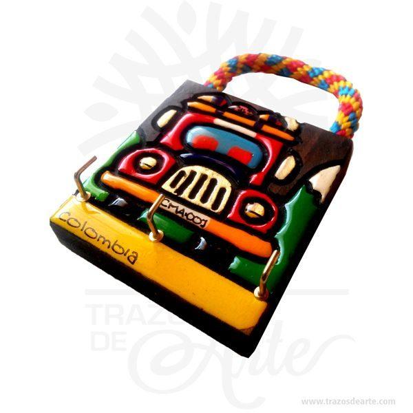 Portallaves Chiva Colombia artesanal en madera son una excelente alternativa de decoración, pintado a mano. Es un elemento decorativo perfecto para hogar o la empresa. Este es un maravilloso regalo empresarial o para amigos y familiares. El portallaves artesanal está hecho de pino. Está decorado con el paisaje de una Chiva tradicional colombiana. El artículo está pintado con acrílicos y cubierto con resina. Está equipado con ganchos metálicos. El portallaves de madera para la sala de entrar es un buen regalo para recién casados para el estreno del piso. También los puedes encontrar como llaveros de madera, portallaves de madera, portallaves artesanales, colgador de llaves, portallaves de pared, porta llaves o colgadores de pared, Cuadro chiva colombiana Tamaño 14 × 8 × 1,8 cm. Color: Descripción en foto. Pintado a mano. Vendido y enviado por: Trazos de Arte. Envió rápido y seguro. Personalización Realice un pedido personalizado, podemos agregar lo que desee, como nombre, fecha, frase, logotipo, imagen o empaque regalo. Ofrecemos: Grabado por láser, grabado CNC Router, sublimado o papel adhesivo, el precio varía según el tipo de personalización que desee, encontrara más información enServiciosen nuestro menú secundario. Si desea cotizar o tiene preguntas presione el botónCotizar personalizacióncon gusto las responderemos.