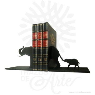 Soporte para libros elefantes en madera MDF , perfecto como decoración. Es un excelente producto para los amantes de las manualidades. Este es un maravilloso regalo empresarial o para amigos y familiares. El Soporte para libros elefantes artesanal está hecho de Madera MDF. Está decorado con una palabra que nos agrada. El artículo se entrega sin pintar, desarrolla la destreza manual. Está equipado con ganchos también en madera MDF. El Soporte para libros elefantes de madera para la sala de entrar es un buen regalo para recién casados para el estreno del piso. Soporte para libros elefantes en madera MDF Tamaño 40 × 15 × 16 cm. Hecho en MDF de alta calidad de 5.5 mm. Color: El de su preferencia. Pintado a mano. Vendido y enviado por: Trazos de Arte. Envió rápido y seguro. Fecha estimada de entrega: De 2 a 3 días (en Bogotá, Medellín, Cali), al resto del país de 7 a 14 días. Personalización Realice un pedido personalizado, podemos agregar lo que desee, como nombre, fecha, frase, logotipo, imagen o empaque regalo. Ofrecemos: Grabado por láser, grabado CNC Router, sublimado o papel adhesivo, el precio varía según el tipo de personalización que desee, encontrara más información enServiciosen nuestro menú secundario. Si desea cotizar o tiene preguntas presione el botónCotizar personalizacióncon gusto las responderemos.