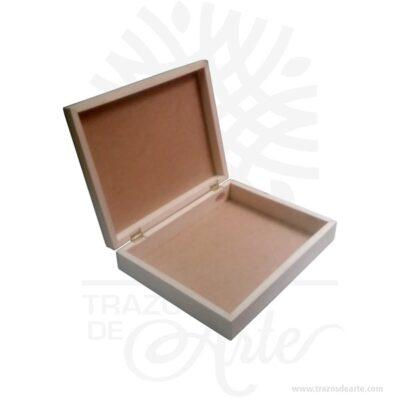Caja estuche de 35 x 27 x 7,5 cm en Madera para personalizar, viene con hermosas texturas de vetas naturales y un aroma de madera natural. También es perfecto para guardar planos, afiches o dibujos. Este es un maravilloso regalo, suvenir; empresarial o para amigos y familiares. Unestuchees una caja que sirve para guardar cosas de forma ordenada. Generalmente, se utiliza para objetos de pequeñas dimensiones y de cierto valor:joyas,relojes,plumas estilográficas, etc. A la industria que fabrica y comercializa estuches, se la llamaestuchería. En muchas ocasiones, y dependiendo del objeto, el estuche cuenta con unforradointerno para evitar el maltrato del objeto a ser cuidado. El forro interior puede ser de tela o de material esponjoso como laespuma de poliuretanopara ayudar aamortiguarel impacto en caso que, por ejemplo, se cayera el estuche con el objeto dentro o durante su transporte. Tenga en cuenta que la madera es un material único, por lo que cuándo lo reciba será similar, no exactamente al de la foto. Caja estuche de 35 x 27 x 7,5 cm en Madera para personalizar Material: Madera Pino de la Naturaleza Color: Descripción en foto Tamaño: 35 x 27 x 7,5 cm. Vendido y enviado por: Trazos de Arte. Envió rápido y seguro. Fecha estimada de entrega: De 5 a 7 días (en Bogotá, Medellín, Cali), al resto del país de 7 a 14 días. Personalización Realice un pedido personalizado, podemos agregar lo que desee, como nombre, fecha, frase, logotipo, imagen o empaque regalo. Ofrecemos: Grabado por láser, grabado CNC Router, sublimado o papel adhesivo, el precio varía según el tipo de personalización que desee, encontrara más información enServiciosen nuestro menú secundario. Si desea cotizar o tiene preguntas presione el botónCotizar personalizacióncon gusto las responderemos.