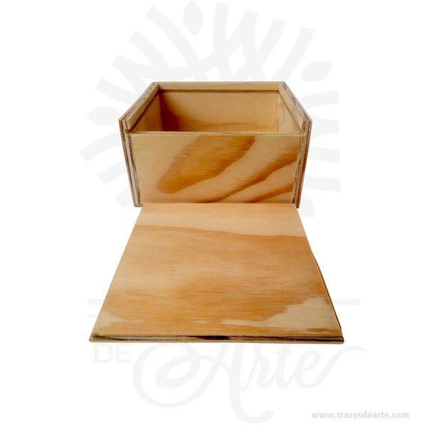 Caja estuche de 12 x 12 x 6 cm en madera para personalizar, viene con hermosas texturas de vetas naturales y un aroma de madera natural. También es perfecto para guardar joyas y cosas pequeñas. Este es un maravilloso regalo, suvenir; empresarial o para amigos y familiares. Unestuchees una caja pequeña que sirve para guardar cosas de forma ordenada. Generalmente, se utiliza para objetos de pequeñas dimensiones y de cierto valor:joyas,relojes,plumas estilográficas, etc. A la industria que fabrica y comercializa estuches, se la llamaestuchería. En muchas ocasiones, y dependiendo del objeto, el estuche cuenta con unforradointerno para evitar el maltrato del objeto a ser cuidado. El forro interior puede ser de tela o de material esponjoso como laespuma de poliuretanopara ayudar aamortiguarel impacto en caso que, por ejemplo, se cayera el estuche con el objeto dentro o durante su transporte. Tenga en cuenta que la madera es un material único, por lo que cuándo lo reciba será similar, no exactamente al de la foto. Caja estuche de 12 x 12 x 6 cm en Madera para personalizar Material:Madera triplex de pino Color: Descripción en foto Tamaño 12 x 12 x 6 cm Dimensión interior: 10,7 x 10,7 x 5 cm Vendido y enviado por: Trazos de Arte. Envió rápido y seguro. Fecha estimada de entrega: De 4 a 7 días (en Bogotá, Medellín, Cali), al resto del país de 7 a 14 días. Personalización Realice un pedido personalizado, podemos agregar lo que desee, como nombre, fecha, frase, logotipo, imagen o empaque regalo. Ofrecemos: Grabado por láser, grabado CNC Router, sublimado o papel adhesivo, el precio varía según el tipo de personalización que desee, encontrara más información en Servicios en nuestro menú secundario. Si desea cotizar o tiene preguntas presione el botónCotizar personalizacióncon gusto las responderemos.