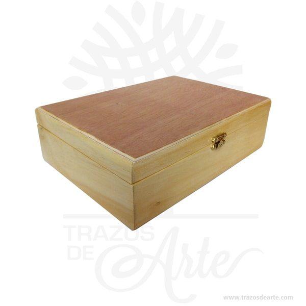 Caja estuche con cierre de 24 x 18 x 7.5 cm en madera para personalizarr, viene con hermosas texturas de vetas naturales y un aroma de madera natural. También es perfecto para guardar joyas y cosas pequeñas. Es perfecto para guardar joyas y cosas pequeñas. Este es un maravilloso regalo, suvenir; empresarial o para amigos y familiares. Un estuche es una caja pequeña que sirve para guardar cosas de forma ordenada. Generalmente, se utiliza para objetos de pequeñas dimensiones y de cierto valor: joyas, relojes, plumas estilográficas, etc. A la industria que fabrica y comercializa estuches, se la llama estuchería. En muchas ocasiones, y dependiendo del objeto, el estuche cuenta con un forrado interno para evitar el maltrato del objeto a ser cuidado. El forro interior puede ser de tela o de material esponjoso como la espuma de poliuretano para ayudar a amortiguar el impacto en caso que, por ejemplo, se cayera el estuche con el objeto dentro o durante su transporte. Tenga en cuenta que la madera es un material único, por lo que cuándo lo reciba será similar, no exactamente al de la foto. Caja estuche con cierre de 24 x 18 x 7.5 cm en madera para personalizar Material: Madera Pino de la Naturaleza Color: Descripción en foto Tamaño: 18 x 24 x 7.5 cm Cierre Dorado Vendido y enviado por: Trazos de Arte. Envió rápido y seguro. Fecha estimada de entrega: De 5 a 7 días (en Bogotá, Medellín, Cali), al resto del país de 7 a 14 días. Personalización Realice un pedido personalizado, podemos agregar lo que desee, como nombre, fecha, frase, logotipo, imagen o empaque regalo. Ofrecemos: Grabado por láser, grabado CNC Router, sublimado o papel adhesivo, el precio varía según el tipo de personalización que desee, encontrara más información enServiciosen nuestro menú secundario. Si desea cotizar o tiene preguntas presione el botónCotizar personalizacióncon gusto las responderemos.