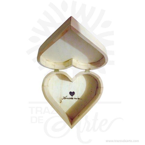 Caja regalo corazón en madera de pino 25 X 25 X 10 cm en crudo.Práctica caja para decorar y regalar, perfecta para los amantes de las manualidades, decoradores de fiestas y bodas. Esta caja de madera es realmente original. No ocupa mucho espacio y será una decoración de su hogar ademas de un excelente organizador. La caja de madera perfeccionará el regalo para la boda, el aniversario, el día de San Valentín u otros eventos. La puede encontrar también como caja en MDF, caja decorativa , caja decorativa en madera MDF, cajas de madera para regalo o caja en madera con tapa. Elembalaje de maderase utiliza para para determinados productos tradicionales de gama alta (puros, bebidas alcohólicas, etc.). Los embalajes de madera siguen gozando de una buena imagen ante el consumidor al percibirlo como unproducto higiénico y con connotaciones de alta calidad. Se puede imprimir, incorporando la marca y el logotipo del productor, así como otros mensajes prácticos. Siemprepuede destruirse o reciclarseevitando posibles problemas bacterianos derivados de lavados defectuosos. La caja de madera ha conseguido introducirse en determinados nichos de mercado muy localizados en cuanto a tamaño y producto en los que ha obtenido una gran fidelidad por parte de los compradores. Caja regalo corazón en madera de pino 25 X 25 X 10 cm en crudo Material: Madera de pino de alta calidad. Color: Descripción en foto Tamaño 25 x 25 x 10 cm Vendido y enviado por: Trazos de Arte. Envío rápido y seguro. Fecha estimada de entrega: De 5 a 7 días (en Bogotá, Medellín, Cali), al resto del país de 7 a 14 días. Personalización Realice un pedido personalizado, podemos agregar lo que desee, como nombre, fecha, frase, logotipo, imagen o empaque regalo. Ofrecemos: Grabado por láser, grabado CNC Router, sublimado o papel adhesivo, el precio varía según el tipo de personalización que desee, encontrara más información enServiciosen nuestro menú secundario. Si desea cotizar o tiene preguntas presione el botónCotizar per