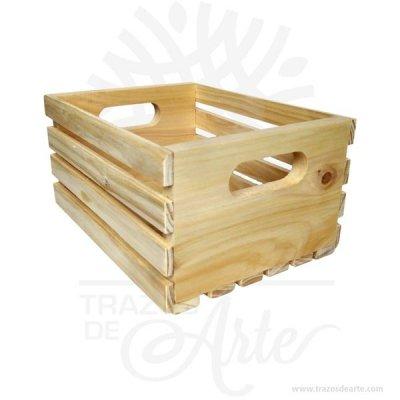 Caja regalo tipo huacal en madera de pino 25 X 18 X 12 cm en crudo.Práctica caja para decorar y regalar, perfecta para los amantes de las manualidades, decoradores de fiestas y bodas y útil como regalo de ancheta. Esta caja de madera de pino es realmente original. No ocupa mucho espacio y será una decoración de su hogar ademas de un excelente organizador. La caja de madera perfeccionará el regalo para la boda, el aniversario, el día de San Valentín u otros eventos. Practica como centro de mesa, mesa de dulces entre otros. La puede encontrar también como caja en MDF, caja decorativa , caja decorativa en madera MDF, cajas de madera para regalo o caja en madera con tapa. Elembalaje de maderase utiliza para para determinados productos tradicionales de gama alta (puros, bebidas alcohólicas, etc.). Los embalajes de madera siguen gozando de una buena imagen ante el consumidor al percibirlo como unproducto higiénico y con connotaciones de alta calidad. Se puede imprimir, incorporando la marca y el logotipo del productor, así como otros mensajes prácticos. Siemprepuede destruirse o reciclarseevitando posibles problemas bacterianos derivados de lavados defectuosos. La caja de madera ha conseguido introducirse en determinados nichos de mercado muy localizados en cuanto a tamaño y producto en los que ha obtenido una gran fidelidad por parte de los compradores. Caja regalo tipo huacal en madera de pino 25 X 18 X 12 cm en crudo Material: Madera de pino de alta calidad. Color: Descripción en foto Tamaño 25 x 18 x 12 cm Vendido y enviado por: Trazos de Arte. Envío rápido y seguro. Fecha estimada de entrega: De 5 a 7 días (en Bogotá, Medellín, Cali), al resto del país de 7 a 14 días. Personalización Realice un pedido personalizado, podemos agregar lo que desee, como nombre, fecha, frase, logotipo, imagen o empaque regalo. Ofrecemos: Grabado por láser, grabado CNC Router, sublimado o papel adhesivo, el precio varía según el tipo de personalización que desee, encontrara más informació