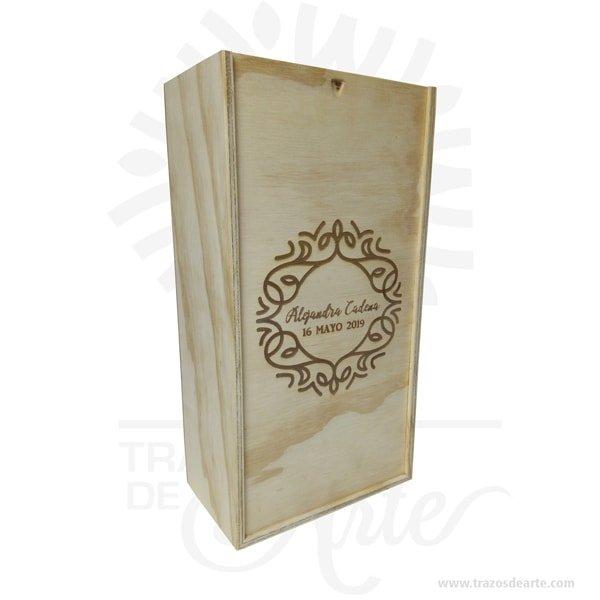 Caja en madera para vino y regalo de 32 X 17 X 11 cm en crudo. Práctica caja para decorar y regalar, perfecta para los amantes de las manualidades y decoradores de fiestas y bodas. Esta caja de madera de pino es realmente original mantendrá sus recuerdos por muchos años. No ocupa mucho espacio y será una decoración de su hogar. La caja de madera perfeccionará el regalo para la boda, el aniversario, el día de San Valentín u otros eventos. La puede encontrar también como caja en MDF, caja decorativa , caja decorativa en madera MDF, cajas de madera para regalo o caja en madera con tapa. Elembalaje de maderase utiliza para para determinados productos tradicionales de gama alta (puros, bebidas alcohólicas, etc.). La caja de madera ha conseguido introducirse en determinados nichos de mercado muy localizados en cuanto a tamaño y producto en los que ha obtenido una gran fidelidad por parte de los compradores. Tenga en cuenta que la madera es un material único, por lo que cuándo lo reciba será similar, no exactamente al de la foto. Caja en madera para vino y regalo Material: Triplex de Pino Color: Descripción en foto Tamaño: 32 X 17 X 11 cm Fecha estimada de entrega: De 4 a 5 días hábiles (en Bogotá, Medellín, Cali), al resto del país de 7 a 14 días. Recuerda que el tiempo de entrega comienza a partir del momento en que tu pago sea confirmado. Todos los productos son entregados al domicilio que informaste al realizar la compra. Vendido y enviado por: Trazos de Arte. Envió rápido y seguro. Personalización Realice un pedido personalizado, podemos agregar lo que desee, como nombre, fecha, frase, logotipo, imagen o empaque regalo. Ofrecemos: Grabado por láser, grabado CNC Router, sublimado o papel adhesivo, el precio varía según el tipo de personalización que desee, encontrara más información enServiciosen nuestro menú secundario. Si desea cotizar o tiene preguntas presione el botónCotizar personalizacióncon gusto las responderemos. ¿Como comprar? Selecciona tu producto. Si tien
