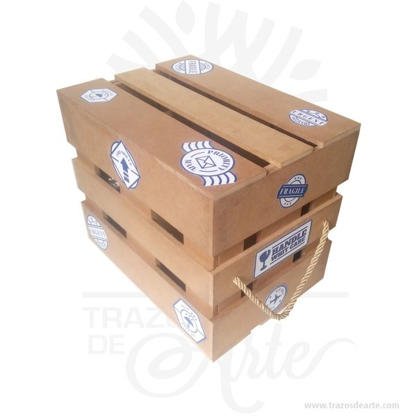 Caja regalo tipo guacal en MDF 28 X 20 X 24 cm decorada, está elaborada con MDF de 5.5 mm, y cuerdas, perfecta para las salidas a parques, como decoración, o regalo.Caja regalo tipo guacal en madera MDF 28 X 20 X 24 cm. Práctica caja para decorar y regalar, perfecta para los amantes de las manualidades, decoradores de fiestas y bodas y útil como regalo de ancheta.Esta caja de madera MDF es realmente original.No ocupa mucho espacio y será una decoración de su hogar ademas de un excelente organizador.La caja de madera perfeccionará el regalo para la boda, el aniversario, el día de San Valentín u otros eventos. Practica como centro de mesa, mesa de dulces entre otros.La puede encontrar también como caja en MDF, caja decorativa , caja decorativa en madera MDF, cajas de madera para regalo o caja en madera con tapa.Elembalaje de maderase utiliza para para determinados productos tradicionales de gama alta (puros, bebidas alcohólicas, etc.).Los embalajes de madera siguen gozando de una buena imagen .Se puede imprimir, incorporando la marca y el logotipo, así como otros mensajes prácticos.Siemprepuede destruirse o reciclarse.La caja de madera ha conseguido introducirse en determinados nichos de mercado muy localizados en cuanto a tamaño y producto en los que ha obtenido una gran fidelidad por parte de los compradores.Tenga en cuenta que la madera es un material único, por lo que cuándo lo reciba será similar, no exactamente al de la foto.Caja regalo tipo guacal en MDF 28 X 20 X 24 cm decoradaMaterial: MDF de 5.5 mm de alta calidadColor: Descripción en fotoTamaño: 28 X 20 X 24 cmFecha estimada de entrega: De 4 a 5 días hábiles (en Bogotá, Medellín, Cali), al resto del país de 7 a 14 días.Recuerda que el tiempo de entrega comienza a partir del momento en que tu pago sea confirmado.Todos los productos son entregados al domicilio que informaste al realizar la compra.Vendido y enviado por: Trazos de Arte.Envió rápido y seguro.PersonalizaciónRealice un pedido personalizado, podemo