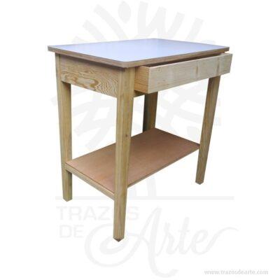 Mesa rectangular en pino con tarima y cajón entrega en crudo, fabricada en madera de pino tamaño de 100 x 60 x 80 cm, Tapa en MDF chapado color blanco. Patas de madera de pino. El pino macizo sin tratar es un material natural muy duradero que puedes pintar, tiene vetas rectas y nudos que le dan un aspecto característico. Es una madera resistente con aspecto de solidez. Esta mesa ha sido probada de acuerdo a nuestras normas más estrictas de estabilidad, durabilidad y seguridad, y resistirá el uso día a día, durante muchos años. Incluye tarima. Este es un maravilloso regalo para amigos y familiares. Tenga en cuenta que la madera es un material único, por lo que cuándo lo reciba será similar, no exactamente al de la foto. Mesa rectangular en pino con tarima y cajón Material: Madera de pino y MDF Color: Descripción en foto Tamaño:100 x 60 x 80 cm Fecha estimada de entrega: De 10 a 12 días hábiles (en Bogotá, Medellín, Cali), al resto del país de 12 a 18 días. Recuerda que el tiempo de entrega comienza a partir del momento en que tu pago sea confirmado. Todos los productos son entregados al domicilio que informaste al realizar la compra. Vendido y enviado por: Trazos de Arte. Envió rápido y seguro. Personalización Realice un pedido personalizado, podemos agregar lo que desee, como nombre, fecha, frase, logotipo, imagen o empaque regalo. Ofrecemos: Grabado por láser, grabado CNC Router, sublimado o papel adhesivo, el precio varía según el tipo de personalización que desee, encontrara más información enServiciosen nuestro menú secundario. Si desea cotizar o tiene preguntas presione el botónCotizar personalizacióncon gusto las responderemos. ¿Como comprar? Selecciona tu producto. Si tienes alguna duda por favor escríbenos. Haz clic en el botón de compra y la cantidad que deseas. Ingresa los datos de facturación y entrega. Realiza el pago de tu pedido. Recibe el pedido en tu domicilio. En nuestra plataforma encontrarás el método de pago que más se ajusta a tu necesidad.