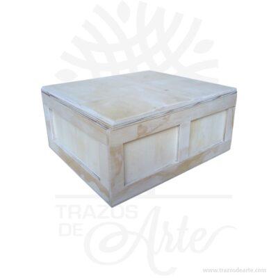 Caja en triplex de pino guacal clásico de 24 x 22 x 11 en Crudo para personalizar. Práctica caja para decorar y regalar, perfecta para los amantes de las manualidades. La caja de madera perfeccionará el regalo para la boda, el aniversario, el día de San Valentín u otros eventos. Esta caja de madera MDF es realmente original mantendrá sus recuerdos por muchos años. No ocupa mucho espacio y será una decoración de su hogar. La puede encontrar también como caja en MDF, caja decorativa , caja decorativa en madera MDF, cajas de madera para regalo o caja en madera con tapa. Elembalaje de maderase utiliza para para determinados productos tradicionales de gama alta (puros, bebidas alcohólicas, etc.). Los embalajes de madera siguen gozando de una buena imagen ante el consumidor al percibirlo como unproducto higiénico y con connotaciones de alta calidad. Se puede incorporar la marca y el logotipo, así como otros mensajes prácticos. Siemprepuede destruirse o reciclarseevitando posibles problemas bacterianos derivados de lavados defectuosos. La caja de madera ha conseguido introducirse en determinados nichos de mercado muy localizados en cuanto a tamaño y producto en los que ha obtenido una gran fidelidad por parte de los compradores. Caja en triplex de pino guacal clásico de 24 x 22 x 11 Material: Triplex de pino Color: Madera natural Tamaño: 24 x 22 x 11 cm El precio incluye personalización básica similar foto (si su diseño es más complejo le podemos cotizar). Fecha estimada de entrega: De 4 a 5 días hábiles (en Bogotá, Medellín, Cali), al resto delpaís de 7 a 14 días. Recuerda que el tiempo de entrega comienza a partir del momento en que tu pago sea confirmado. Todos los productos son entregados al domicilio que informaste al realizar la compra. Vendido y enviado por: Trazos de Arte. Envió rápido y seguro.  Personalización Realice un pedido personalizado, podemos agregar lo que desee, como nombre, fecha, frase, logotipo, imagen o empaque regalo. Ofrecemos: Grabado por láser, 