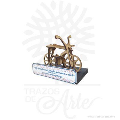 Placa trofeo bicicleta en MDF de 3 mm de espesorcon un tamaño 15 x 13 x 8 cm, con placa para personalizar, el precio publicado no incluye el desarrollo de nuevos diseños estos se cotizan por separado. Son recordatorios muy especiales, ideal para decorar y regalar a los amantes de la bicicleta. Este es un maravilloso regalo, suvenir; empresarial o para amigos y familiares. Hermosos recuerdo en MDF de excelente calidad hecho en corte láser, la placa conmemorativa s puede personalizar por grabado láser o impresión en rígido color. Su placa regalo conmemorativa para personalizar es ideal para reconocimientos, recordatorios entre otros. Podemos diseñar a pedido y grabado personalizado, con su logo para todas las disciplinas o eventos. Tenga en cuenta que la madera es un material único, por lo que cuándo lo reciba será similar, no exactamente al de la foto. Placa trofeo bicicleta en MDF Material: MDF de alta calidad Tamaño: 15 x 13 x 8 cm El precio incluye personalización básica similar foto,(si su diseño es mas complejo le podemos cotizar). Fecha estimada de entrega: De 4 a 5 días hábiles (en Bogotá, Medellín, Cali), al resto del país de 7 a 14 días. Recuerda que el tiempo de entrega comienza a partir del momento en que tu pago sea confirmado. Todos los productos son entregados al domicilio que informaste al realizar la compra. Vendido y enviado por: Trazos de Arte. Envió rápido y seguro.  Personalización Realiza un pedido personalizado, podemos agregar lo que desees, como nombre, fecha, frase, logotipo, imagen o empaque regalo. Ofrecemos: Grabado por láser, grabado CNC Router, sublimado o papel adhesivo, el precio varía según el tipo de personalización que desees, encontrarás más información enServiciosen nuestro menú secundario. Si deseas cotizar o tienes preguntas presiona el botónCotizar personalizacióncon gusto las responderemos.   ¿Cómo comprar? Selecciona tu producto. Si tienes alguna duda por favor escríbenos. Haz clic en el botón de compra y la cantidad que dese