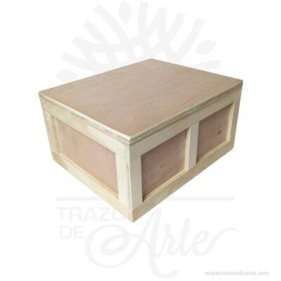 Caja en madera Triplex de Okume para personalizar 25 X 22 X 12.5 cm en crudo con cierre. Práctica caja para decorar y regalar, perfecta para los amantes de las manualidades, decoradores de fiestas y bodas y útil como regalo de ancheta. Esta caja de madera de pino es realmente original. No ocupa mucho espacio y será una decoración de su hogar ademas de un excelente organizador. La caja de madera perfeccionará el regalo para la boda, el aniversario, el día de San Valentín u otros eventos. Practica como centro de mesa, mesa de dulces entre otros. La puede encontrar también como caja en MDF, caja decorativa , caja decorativa en madera MDF, cajas de madera para regalo o caja en madera con tapa. Elembalaje de maderase utiliza para para determinados productos tradicionales de gama alta (puros, bebidas alcohólicas, etc.). Los embalajes de madera siguen gozando de una buena imagen ante el consumidor al percibirlo como unproducto higiénico y con connotaciones de alta calidad. Se puede imprimir, incorporando la marca y el logotipo del productor, así como otros mensajes prácticos. Siemprepuede destruirse o reciclarseevitando posibles problemas bacterianos derivados de lavados defectuosos. La caja de madera ha conseguido introducirse en determinados nichos de mercado muy localizados en cuanto a tamaño y producto en los que ha obtenido una gran fidelidad por parte de los compradores. Caja en madera Triplex de Okume Material: Triplex de pino y de Okume de alta calidad. Color: Descripción en foto Tamaño 25 x 22 x 12.5 cm Fecha estimada de entrega: De 5 a 7 días (en Bogotá, Medellín, Cali), al resto del país de 7 a 14 días. El precio no incluye personalización (Cotizamos tu diseño). Recuerda que el tiempo de entrega comienza a partir del momento en que tu pago sea confirmado. Todos los productos son entregados al domicilio que informaste al realizar la compra. Vendido y enviado por: Trazos de Arte. Envío rápido y seguro. No incluye domicilio. Personalización Realiza un pedido person