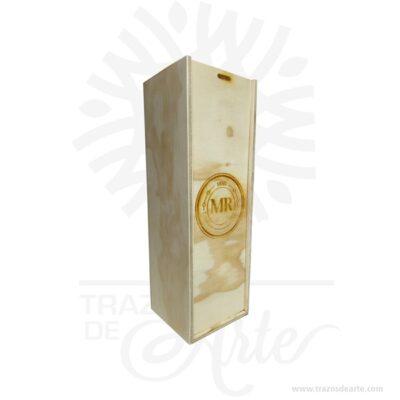 Caja de vino en triplex de pino para personalizar de 11 X 10 X 33 cm en crudo. Práctica caja para decorar y regalar, perfecta para los amantes de las manualidades y decoradores de fiestas y bodas. Esta caja de maderatriplex de pino es realmente original mantendrá sus recuerdos por muchos años. No ocupa mucho espacio y será una decoración de su hogar. Crear un regalo único es muy sencillo Práctica caja para decorar y regalar, perfecta para los amantes de las manualidades y decoradores de fiestas y bodas. No ocupa mucho espacio y será una decoración de su hogar. La caja de madera perfeccionará el regalo para la boda, el aniversario, el día de San Valentín u otros eventos. La puede encontrar también como caja en MDF, caja decorativa , caja decorativa en madera MDF, cajas de madera para regalo o caja en madera con tapa. Elembalaje de maderase utiliza para para determinados productos tradicionales de gama alta (puros, bebidas alcohólicas, etc.). Los embalajes de madera siguen gozando de una buena imagen ante el consumidor al percibirlo como unproducto higiénico y con connotaciones de alta calidad. Se puede imprimir, incorporando la marca y el logotipo del productor, así como otros mensajes prácticos. Siemprepuede destruirse o reciclarseevitando posibles problemas bacterianos derivados de lavados defectuosos. La caja de madera ha conseguido introducirse en determinados nichos de mercado muy localizados en cuanto a tamaño y producto en los que ha obtenido una gran fidelidad por parte de los compradores. Caja de vino en triplex de pino para personalizar Material: Madera Triplex de pino de alta calidad. Color: Descripción en foto Tamaño: 11 x 10 x 33 cm El precio no incluye personalización, (te podemos cotizar). Fecha estimada de entrega: De 5 a 6 días hábiles (en Bogotá, Medellín, Cali), al resto del país de 7 a 14 días. Recuerda que el tiempo de entrega comienza a partir del momento en que tu pago sea confirmado. Todos los productos son entregados al domicilio que informas