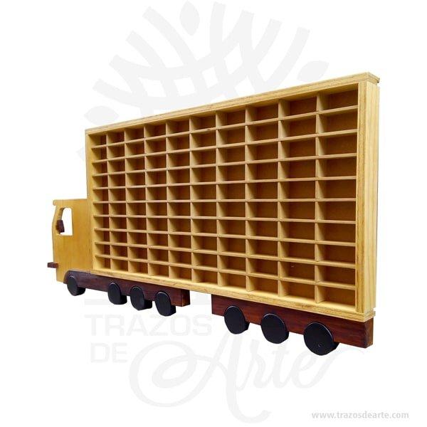 """Repisa camión para colección de carros, perfecto mostrador para colecciones, hecho en madera con incrustaciones tipo intarsia. Es hecho de diferentes tipos de madera, basado en requisitos de color, para conseguir el efecto deseado. Las diferentes piezas se cortan de la madera deseada cepillada de diferentes espesores para proporcionar profundidad y contorno luego cuidadosamente a mano se pulen y se pegan a la placa de respaldo. el camión repisa para 100 carros tiene una apariencia rústica conveniente para colgar casi en cualquier lugar. La técnica de intarsia incrusta secciones de madera dentro de la sólida matriz de piedra de pisos y paredes o de mesas y otros muebles. Por contraste marquetería ensambla un patrón dechapaspegadas sobre la canal. Se cree que la palabra """"intarsia"""" se deriva de la palabra latina """"interserere"""" que significa """"insertar"""". Cuando Egipto entró bajo el dominio árabe en el siglo VII, las artes indígenas de intarsia y incrustaciones de madera, que se prestaban a los decorados no representativos y los patrones deazulejos, se extendieron por todo elmagreb. La técnica de intarsia ya se había perfeccionado en el norte de África islámico antes de que se introdujera en la Europa cristiana a través deSiciliayAndalucía. Tenga en cuenta que la madera es un material único, por lo que cuándo lo reciba será similar, no exactamente al de la foto. Repisa camión para colección de carros Material: madera de pino Tamaño 140 × 80 × 6 cm. Tamaño casilla: 9 x 4 x 4 cm Color: Descripción en foto. Fecha estimada de entrega: De 8 a 10 días hábiles (en Bogotá, Medellín, Cali), al resto del país de 12 a 18 días. Recuerda que el tiempo de entrega comienza a partir del momento en que tu pago sea confirmado. Todos los productos son entregados al domicilio que informaste al realizar la compra. Vendido y enviado por: Trazos de Arte. Envío rápido y seguro. No incluye domicilio. Personalización Realiza un pedido personalizado, podemos agregar lo que desees, como nombre, fecha"""