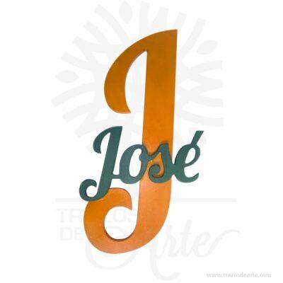 Nombre con inicial de fondo perfecta para regalar y decorar, están fabricadas en MDF de 5,5 mm de espesor de 11 x6 cm y en MDF de 9 mm 27 x 20 aproximadamente depende de la tipografía elegida, el valor es por letra, para la fabricación de un nombre o palabra debes pagar el número de letras que lo componen. Es un maravilloso regalo ideal para novios, familiares, amigos o para decorar la empresa. Los nombres con aplique son geniales para decorar el hogar o matrimonios o reuniones, es un buen regalo para recién casados. También los puedes encontrar como letras decoración, palabras decoradas, frases para matrimonio entre otras. Fabricamos letras, nombres y palabras ideales para decorar bodas, cumpleaños, fiestas o simplemente añadiendo ese toque especial en tus proyectos de empresa o corporativos. Si deseas otro tamaño o espesor con gusto te lo cotizamos. Acabado liso ideal para pintar a tu gusto. También los encuentras como nombres infantiles,nombres en mdf o carteles y letreros en mdf. Si desea lo puede dejar en crudo para un look natural. Déjenos por favor saber el nombre o palabra que desee en el cuadro de'Notas del pedido'en Finalizar Compra. Este es un maravilloso regalo, suvenir; empresarial o para amigos y familiares. Estas letras están disponibles en varios tamaños: 5 cm, 8 cm, 10 cm, 15 cm, 20 cm, 25 cm y 30 cm, que le da una multitud de usos: la personalización de puertas, paredes, mesas, repisas o escritorios. Tenga en cuenta que la madera es un material único, por lo que cuándo lo reciba será similar, no exactamente al de la foto. Nombre con inicial de fondo Material: MDF de 9 mm de espesor Color: El de su preferencia Tamaño: Letra de 11 x 6 cm, letra inicial 27 x 20 El precio incluye personalización básica similar foto, (si su diseño es mas complejo te podemos cotizar). Fecha estimada de entrega: De 5 a 6 días hábiles (en Bogotá, Medellín, Cali), al resto del país de 7 a 14 días. Recuerda que el tiempo de entrega comienza a partir del momento en que tu pag
