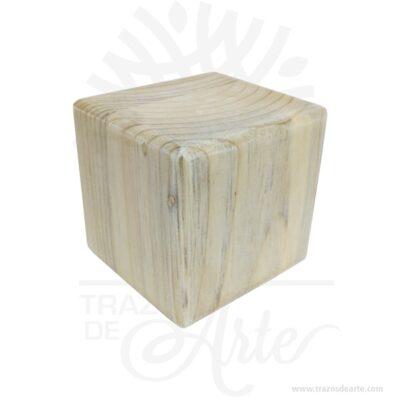 """Cubo en madera de pino de 4 x 4 x 4 cm en crudo Pack x 12, prácticos cubos artesanales en madera útiles en una variedad de formas de proyectos de arte. Estos bloques en madera son perfectos para todos realizar proyectos de artesanía y decoración . Se puede dejar en crudo ( natural ) o pintado. Fáciles de personalizar en grabado láser o impresión en rígido, los pequeños bloques son lisos, sólidos y de tamaño uniforme. Se pueden usar para decoración en fiestas o personalizados con frases como regalos para sus seres queridos, o compañeros de trabajo, también como juegos. Es un producto amigable para los niños hay muchos proyectos que los niños pueden hacer con estos cubos de madera. Se pueden usar para fabricar se pueden usar para fabricar bloques del alfabeto, números, rompecabezas personalizados, para montar sellos, o simplemente pintar con diferentes colores para decorar cuartos, mesas, cuadros entre otros. Cubo en madera de pino de 4 x 4 x 4 cm en crudo Pack x 12 Material: Madera de pino Color: Natural Tamaño: 4 x 4 x 4 cm Fecha estimada de entrega: De 4 a 6 días hábiles (en Bogotá, Medellín, Cali), al resto del país de 7 a 14 días. Recuerda que el tiempo de entrega comienza a partir del momento en que tu pago sea confirmado. Todos los productos son entregados al domicilio que informaste al realizar la compra. Vendido y enviado por: Trazos de Arte. Envió rápido y seguro. No incluye domicilio. Personalización Realiza un pedido personalizado, podemos agregar lo que desees, como nombre, fecha, frase, logotipo, imagen o empaque regalo. Ofrecemos: Grabado por láser, grabado CNC Router, sublimado o papel adhesivo, el precio varía según el tipo de personalización que desees, encontrarás más información en """"Servicios""""en nuestro menú secundario. Si deseas cotizar o tienes preguntas presiona el botónCotizar personalizacióncon gusto las responderemos. ¿Cómo comprar? Selecciona tu producto. Si tienes alguna duda por favor escríbenos. Haz clic en el botón de compra y la cantida"""