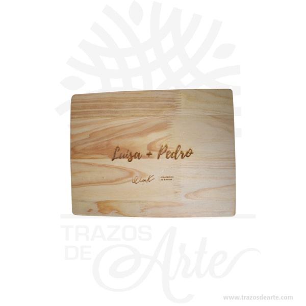 Caja estuche fotógrafo para personalizar con grabado láser de 22 x 16 x 3 cm en madera de pino con tapa ajuste para personalizar, viene con hermosas texturas de vetas naturales y un aroma de madera natural. Perfecto para entregar fotos de boda u otras eventos. Fabricamoscajas de maderapara los que buscan presentar su trabajo de una manera exclusiva y creativa. Las cajas están hechas a mano en maderas nobles de alta calidad y están personalizadas y grabadas con logotipos o texto a su elección, tanto en láser como a todo color impresión en solido. Esta caja de fotos de madera es realmente original y mantendrá en sus recuerdos por muchos años. Puede utilizarlas para entregar reportajes y fotografía de bodas, comuniones, bebes, niños, para celebraciones y eventos. También puede adquirir una unidad dependrive USBdemaderade 8Gb o 16 Gb que también se puede personalizar para que coincida con su marca. Si usted está buscando diferenciarse por encima del resto de la competencia, la inversión en estas cajas sin duda hará que sus clientes se sientan especiales. No ocupa mucho espacio y será una decoración de su hogar. Nuestra caja de fotos de madera es la mejor solución para fotógrafos de bodas. La caja de madera de la foto perfeccionará el regalo para la boda, el aniversario, el día de San Valentín u otros eventos. Tenga en cuenta que la madera es un material único, por lo que cuándo lo reciba será similar, no exactamente al de la foto. Caja estuche fotógrafo para personalizar con grabado láser Material: Madera de Pino Color: Descripción en foto Tamaño: 22 x 16 x 3 cm El precio incluye personalización básica similar a la foto. Fecha estimada de entrega: De 5 a 6 días hábiles (en Bogotá, Medellín, Cali), al resto del país de 7 a 14 días. Recuerda que el tiempo de entrega comienza a partir del momento en que tu pago sea confirmado. Todos los productos son entregados al domicilio que informaste al realizar la compra. Vendido y enviado por: Trazos de Arte. Envió rápido y seguro. 