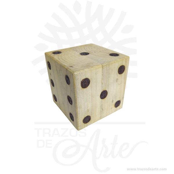 """Dado en madera de pino (4 x 4 x 4 cm) Pack x 6, diviértete con tus juegos de dados favoritos al aire libre o en el piso. Son ideales para fiestas infantiles o reuniones con amigos. Los dados se utilizan con frecuencia para introducir un factor aleatorio en diferentesjuegos de mesa. No obstante, existen también muchos juegos puramente «de dados» y muchas variaciones sobre ellos. Algunos ejemplos son: Generala Póker mentiroso Dudo Craps Boggle Tenga en cuenta que la madera es un material único, por lo que cuándo lo reciba será similar, no exactamente al de la foto. Dado en madera de pino (4 x 4 x 4 cm) Pack x 6 Material: Madera de PIno Color: Descripción en foto Tamaño: 4 x 4 x 4 cm Fecha estimada de entrega: De 4 a 5 días hábiles (en Bogotá, Medellín, Cali), al resto del país de 7 a 14 días. Recuerda que el tiempo de entrega comienza a partir del momento en que tu pago sea confirmado. Todos los productos son entregados al domicilio que informaste al realizar la compra. Vendido y enviado por: Trazos de Arte. Envió rápido y seguro. Personalización Realiza un pedido personalizado, podemos agregar lo que desees, como nombre, fecha, frase, logotipo, imagen o empaque regalo. Ofrecemos: Grabado por láser, grabado CNC Router, sublimado o papel adhesivo, el precio varía según el tipo de personalización que desees, encontrarás más información en """"Servicios""""en nuestro menú secundario. Si deseas cotizar o tienes preguntas presiona el botónCotizar personalizacióncon gusto las responderemos. ¿Cómo comprar? Selecciona tu producto. Si tienes alguna duda por favor escríbenos. Haz clic en el botón de compra y la cantidad que deseas. Ingresa los datos de facturación y entrega. Realiza el pago de tu pedido. Recibe el pedido en tu domicilio."""