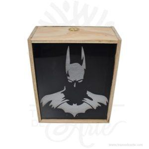 Alcancía Batman en madera de 25 x 20 x 10 cm